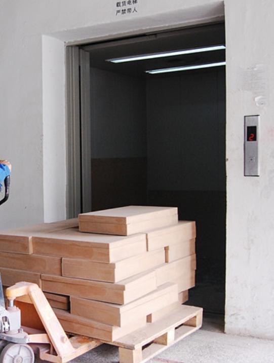 安全电梯选购技巧